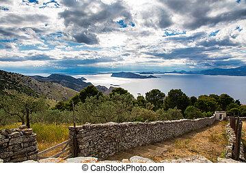 simpático, paisaje, con, el, montañas, y, el, mar, en, primavera