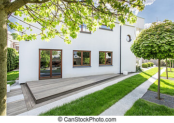 Simple backyard landscaping idea