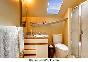 simple, cuarto de baño, claraboya, amarillo