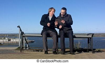simple, homme affaires, réunion, avoir, tablette