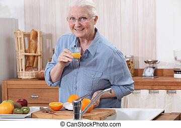 sinaasappel, juice., dame, oud, vervaardiging