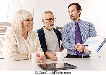 sincero, realtor, discutir, contrato, edições, com, futuro, proprietários, de, casa