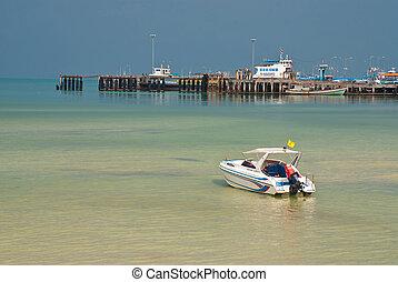 single speed boat in the sea