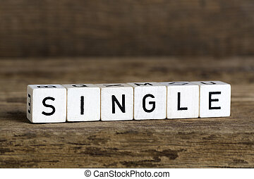 The word single written in cubes on wooden background