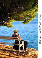 singolo, donna sedendo, solo, spiaggia