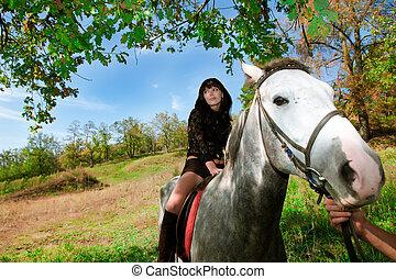 sinnlich, m�dchen, auf, der, pferd, spaziergang