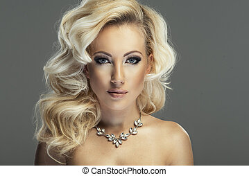 sinnlich, schöne , blond, frau, posierend, in, sinnlich, lingerie., m�dchen, mit, langer, lockig, hair.