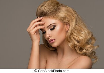 sinnlich, schöne , blond, frau, posing., m�dchen, mit, langer, lockig, hair.