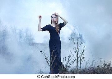 sinnlich, schöne , m�dchen, in, rauchwolken, auf, natur
