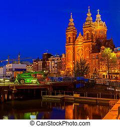 Sint-Nicolaaskerk at Night, Amsterdam - Sint-Nicolaaskerk on...