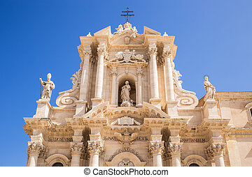 Siracusa cathedral on sunny day.