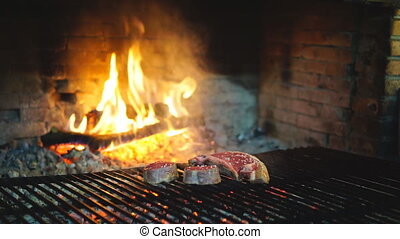 Sirloin steak on grill, loopable - Loopable sirloin steak on...