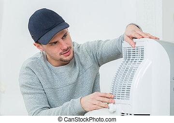 sistema, jovem, instalar, ar, dentro, condicionamento, técnico