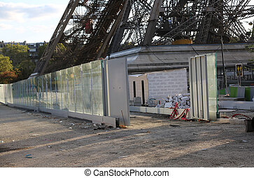 Site construction under the Eiffel Tower