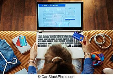site web, mulher, tela, olhar, crédito, saída, cartão