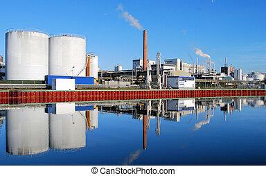 sitio industrial, con, fumar, pilas, reflejado adentro, un, río