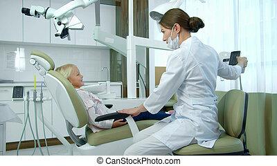 sits., bewegt, stuhlrückseite, m�dchen, zahnarzt, wenig