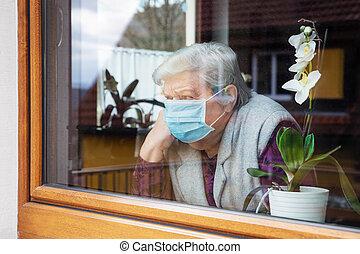 sittande, coronavirus, hem, senior, fönster, kirurgisk mask, covid-19, anskaffandena, kvinna