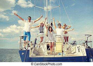 sittande, däck, yacht, hälsning, le, vänner