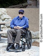 sittande, rullstol, äldre, utanför, äldre bemanna