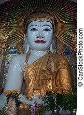 Sitting Buddha in Shwe Kyat Yat Pagoda, Myanmar.