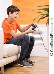 sitzen, junger, couch, joystick., während, video, gamer, spiele, spielende