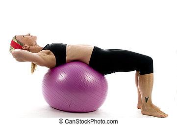 sitzen, stärke, abbildung, von, sitzen, auf, fitness, kern, training, kugel, mit, per, attraktive, mittleres alter, tauglichkeitsausbilder, lehrer, frau, trainieren, und, dehnen