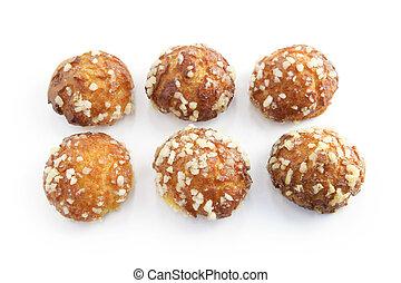 Six choux pastries