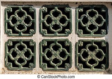 Six green window on pattern