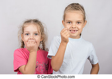 Six year old girl showing her teeth, four-year girl afraid of toothache
