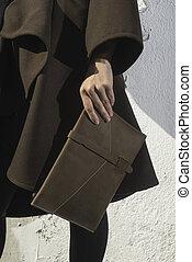 skórzana torba, dzierżawa ręka