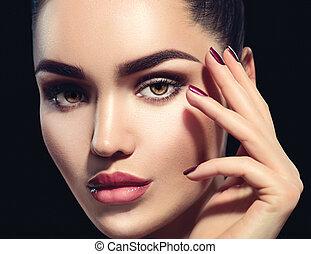 skönhet, brunett, kvinna, med, perfekt, smink, isolerat, på, svart, bakgrund., professionell, helgdag, smink
