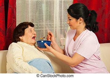 sköta, ge sig, soppa, till, äldre kvinna