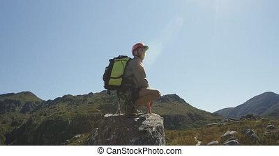 skała, młody mężczyzna, kucanie, kaukaski