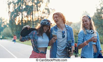 skateboard, amici, giovane, felice