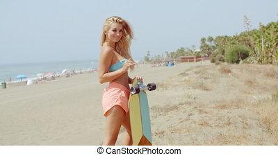 skateboard, femme, plage, séduisant