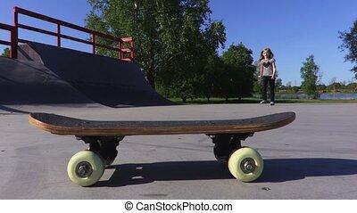 skateboard, girl, rampe, prendre