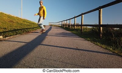 skateboarder, krążąc po morzach