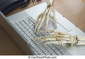 Skeleton at Work 4