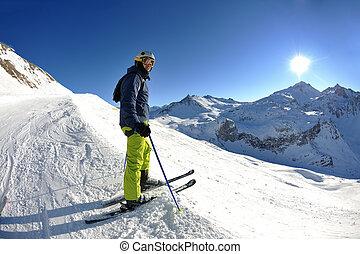 ski fahrend, auf, frischer schnee, an, winter, jahreszeit,...