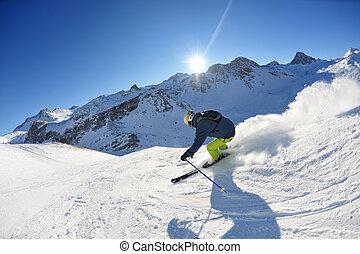 ski fahrend, auf, frischer schnee, an, winter, jahreszeit, an, schöne , sonniger tag