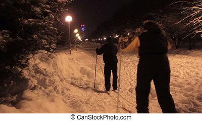 ski fond, dans, nuit, parc