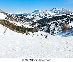 skiers, piste