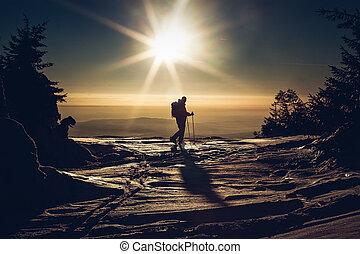 skieur, sommet, coucher soleil, atteindre