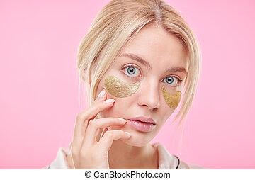 skincare, elle, blonds, procédure, pendant, figure, femme, toucher, séduisant