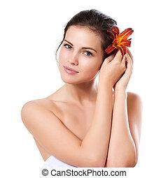 skincare, közül, fiatal, gyönyörű woman, arc, noha, friss, virág, felett, white háttér