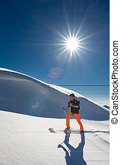 skis, ensoleillé, homme, skieur, montée, fort, jour, sealskins, alpin