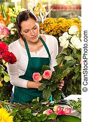 sklep, kobieta, bukiet, kwiaty, przygotowując, kwiaciarka, detal