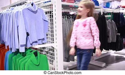 sklep, modny, patrząc, dziewczyna niemowlęcia, odzież