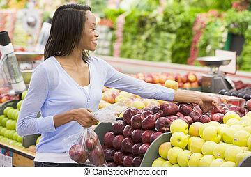 sklep spożywczy, kobieta shopping, jabłka, zaopatrywać
